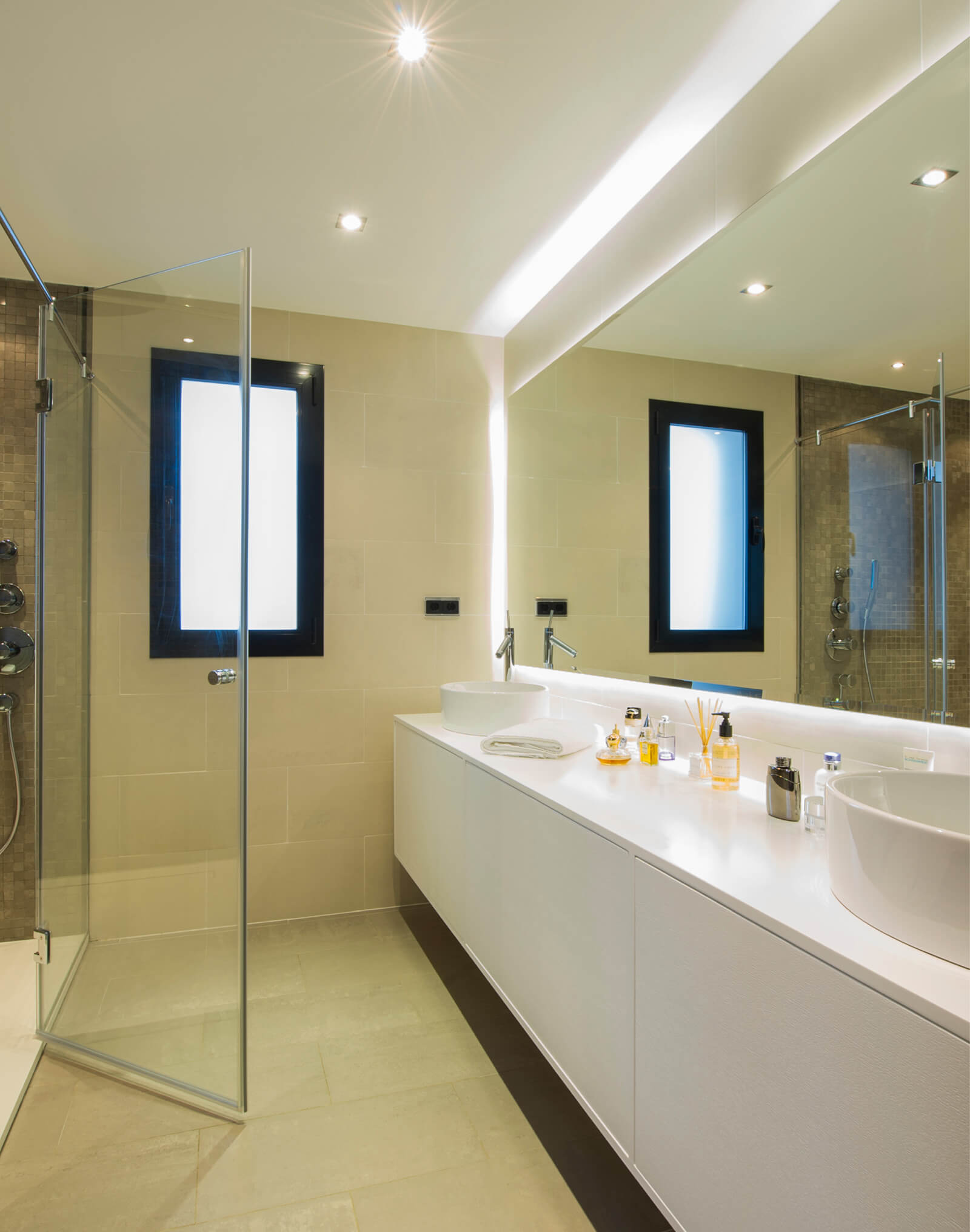 Contemporary Colonial Style Villa bathroom