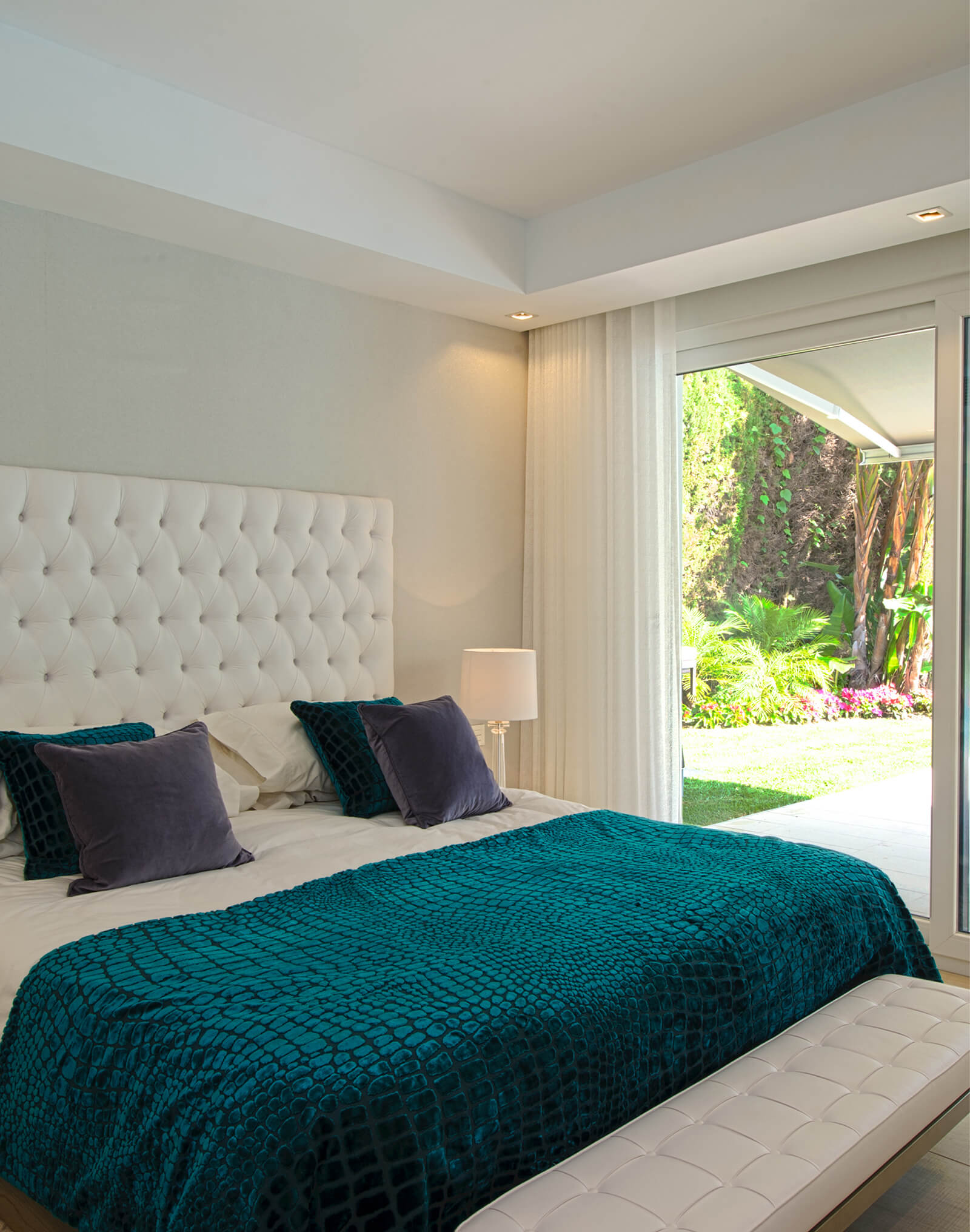 Cosy Family Villa green bedroom