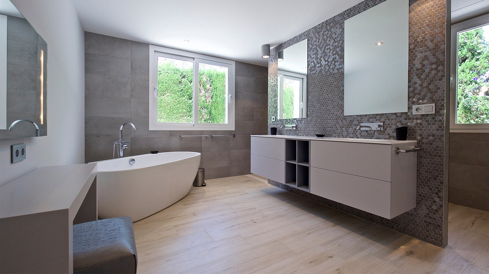 Modern Family Residence full bathroom
