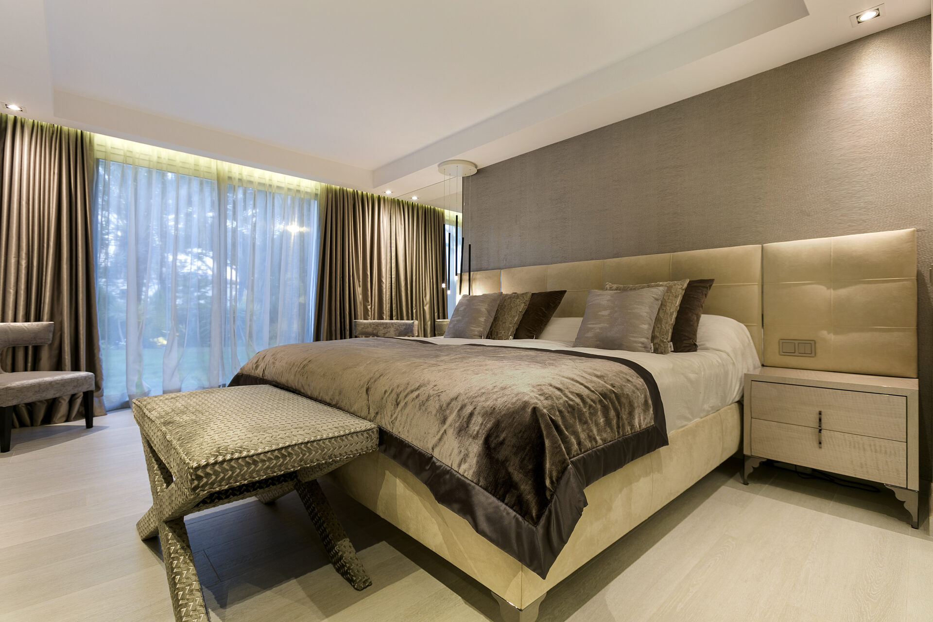 Luxury Holiday Home bedroom