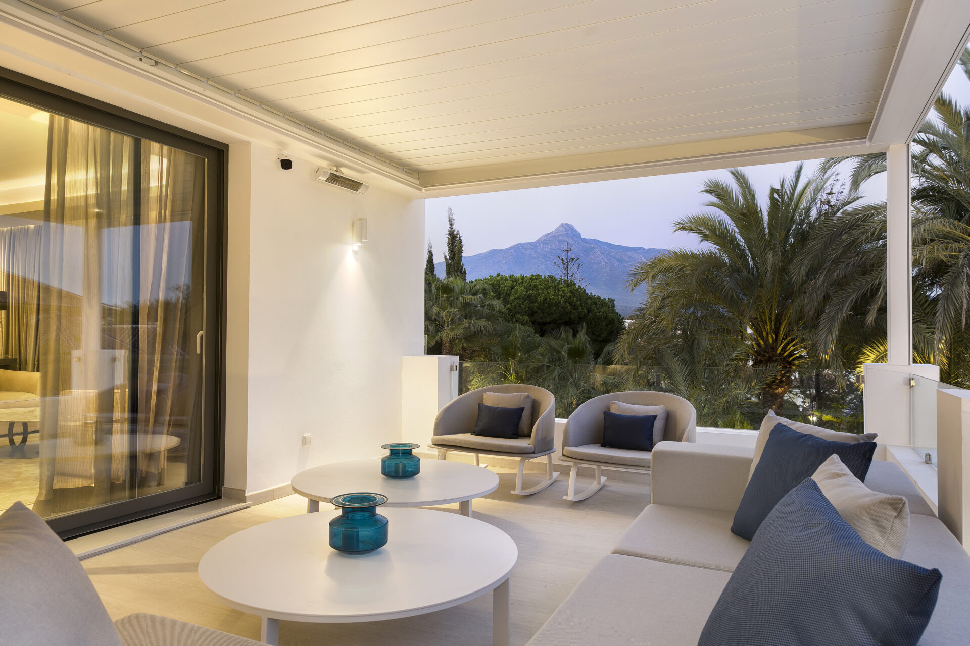 Contemporary Holiday Home terrace
