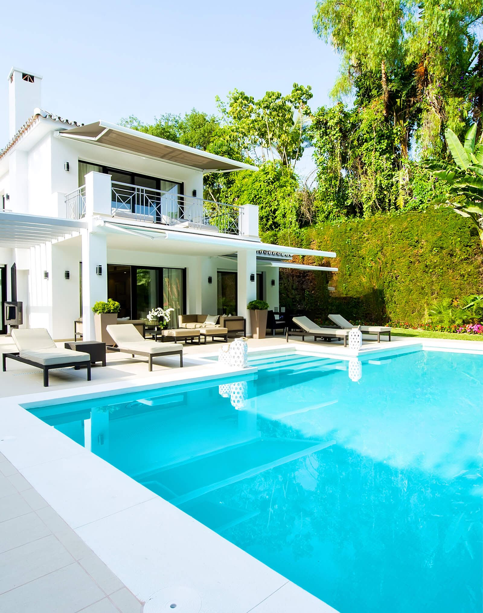 Renovated Family Villa exterior pool