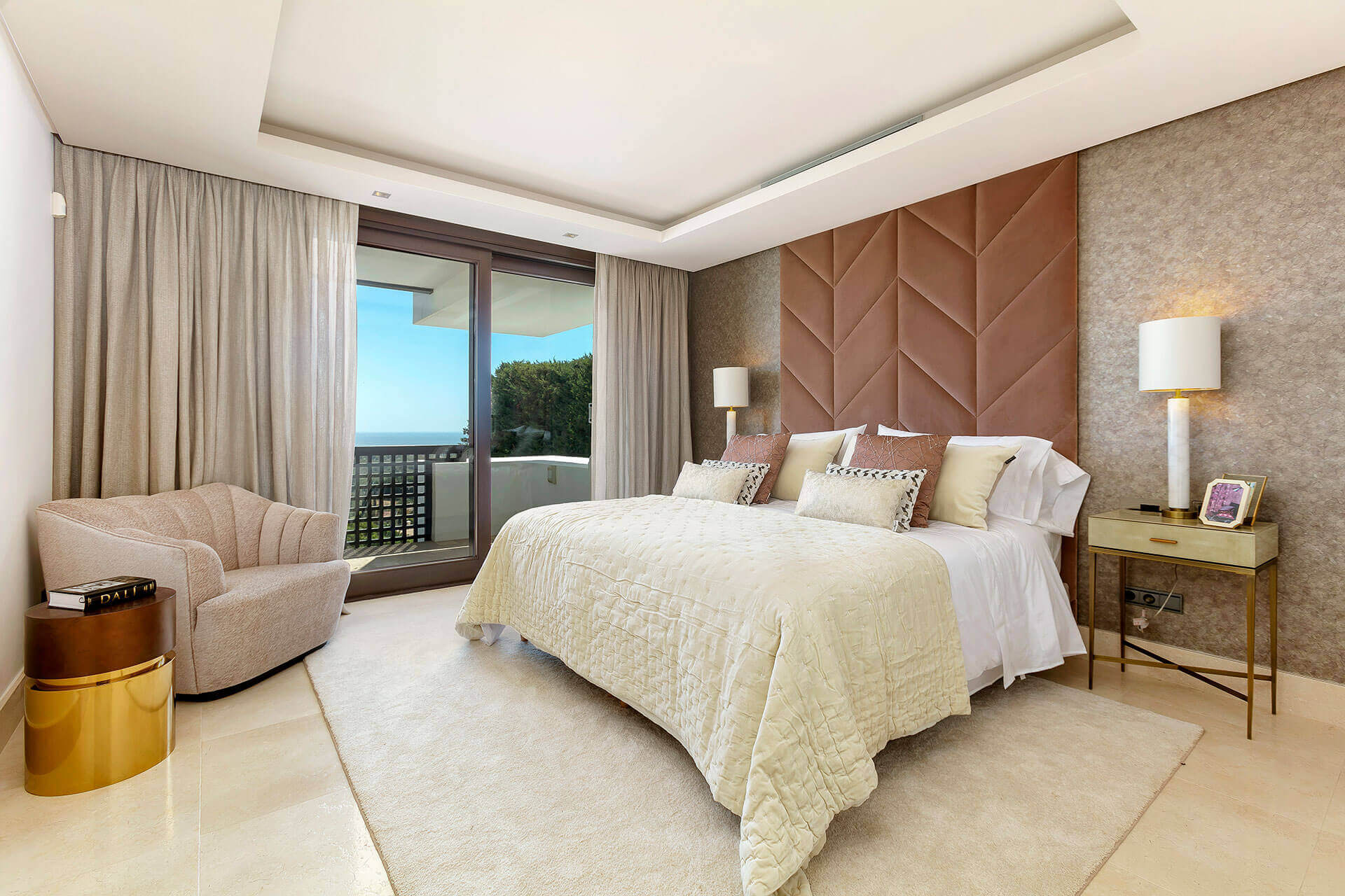 mediterranean_luxury_bedroom
